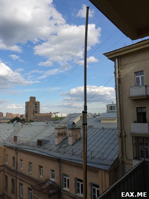 Вертикальный диполь диапазона 2 метра на балконе